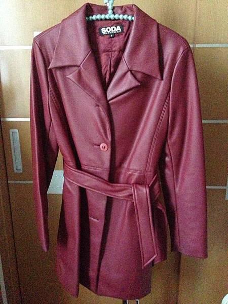 9.SODA紅色風衣外套(附腰帶)