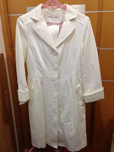 12.百貨專櫃epanuir白色腰身長外套