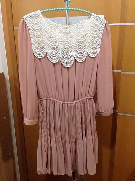 14.粉膚肩網洋裝