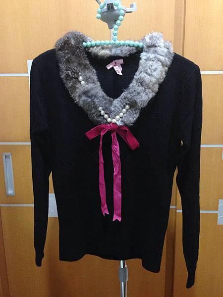 25.毛滾圓領針織衣
