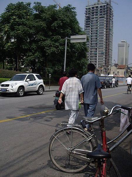 見識傳說中,上海人喜歡穿睡衣外出