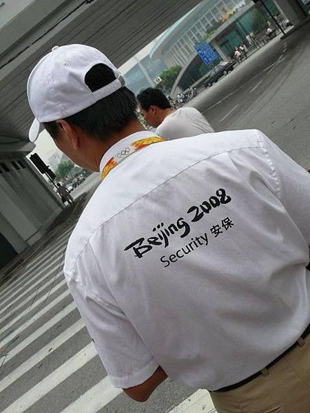 上海體育場外的保安