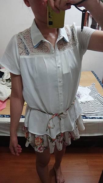 NO94~~summersale~~~~PAGEBOY配色雙領胸前蕾絲雕花襯衫~~一色米白色