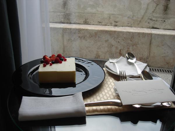 324四季飯店迎賓蛋糕.JPG