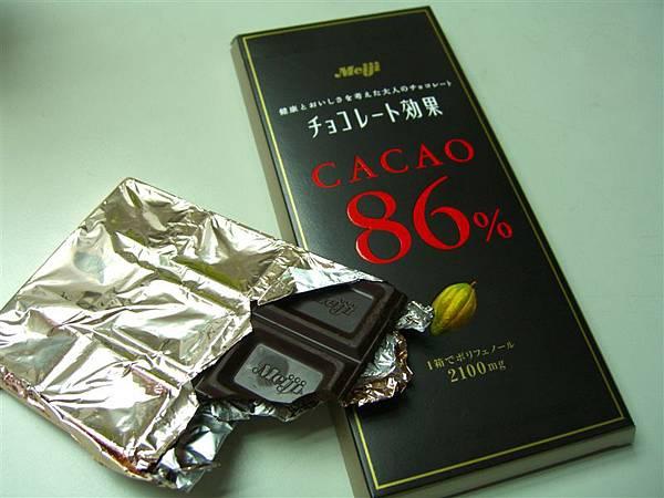 買了網路上很紅的明治巧克力效果86%來吃,真的有夠苦