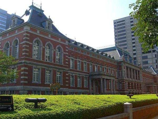 法務省赤煉瓦樓(正面)為德國風的西式建築,因位於霞ヶ關,又被暱稱為霞ヶ關的赤煉瓦