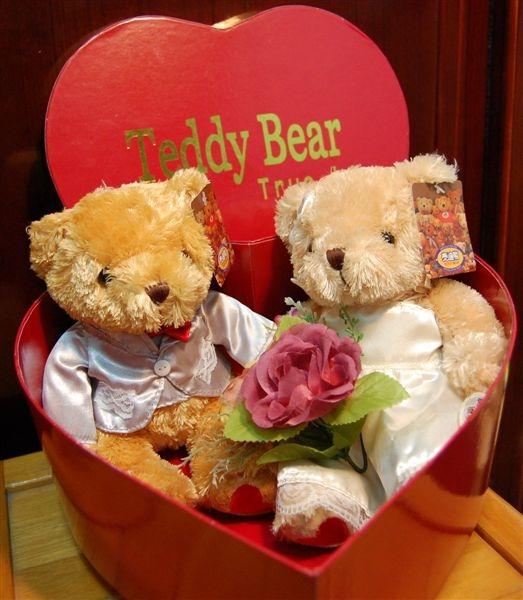 很精緻的一對泰迪熊,價格也不算太貴,很能吸目光