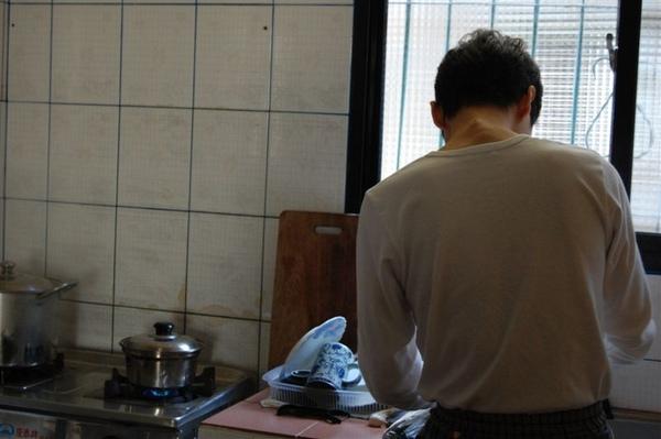 2009-01-18神廚永祥又在我們簡單的小廚房一展手藝啦