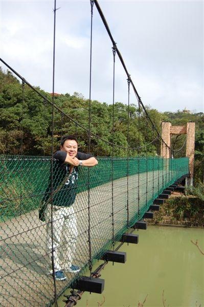 在情人鵲橋上的我,希望早日能覓得好情人