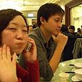 我們選澤在櫻崗溫泉會館泡湯,享受完暖湯後,眾人等待晚餐中(蛋嘟什麼嘴呀?)