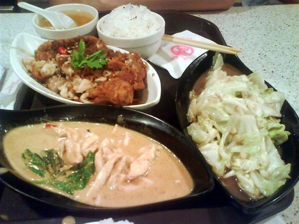 泰式椒麻雞、咖哩椰奶雞與蝦醬高麗菜,夠味又好吃