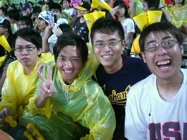 雨澆不熄球迷的熱情