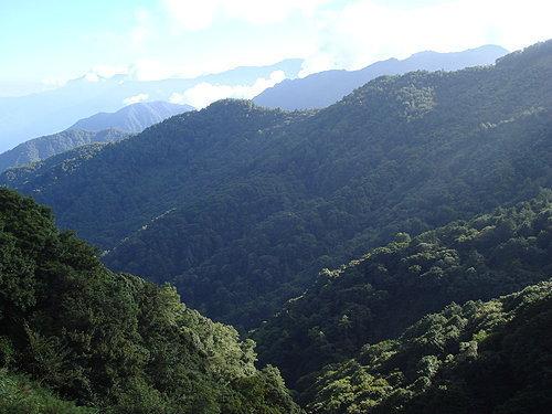 層峰相疊 為大地帶來許多新鮮的氣息.jpg