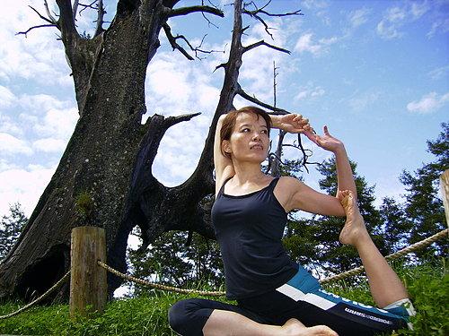 在大自然中練瑜珈 果然有一番不同的感受.jpg