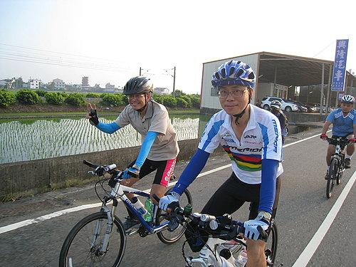 挑戰破百成員介紹8 --- 左邊 林先生  右邊 陳先生.jpg