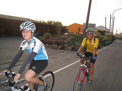 夜騎騎乘紀錄---謝老師父女.jpg