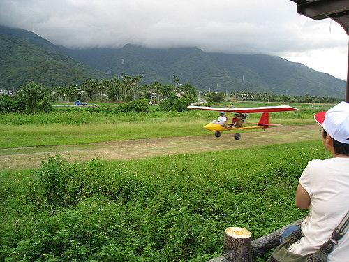 關山自行車道一景7 --- 如果想要刺激一下 還有滑翔機可以試試.jpg