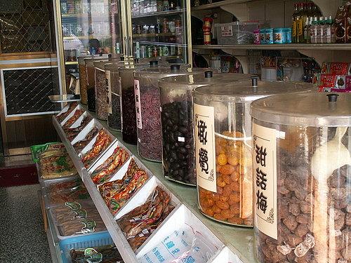 小小商店 擺滿了許多美味的特產呢.jpg