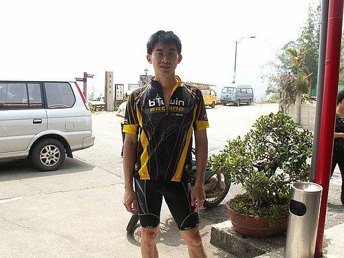 快看!快看! 小葉子騎了那麼久的車 第一次穿上車衣車褲喔!有沒有很帥啊.jpg