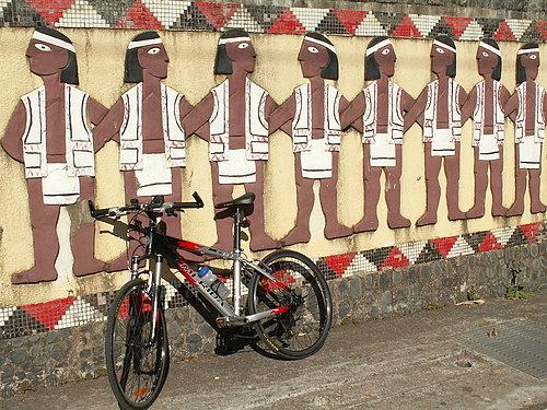 原住民村的特點 處處有壁畫 我的好夥伴也來一張吧.jpg