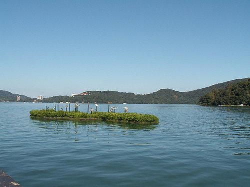與漂亮的湖水相輝映.jpg