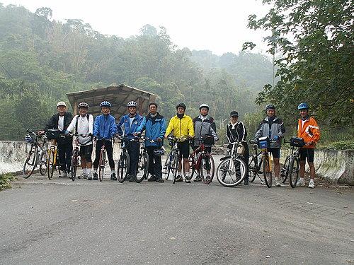 騎挑戰路線圳頭坑的夥伴們來張合照.jpg