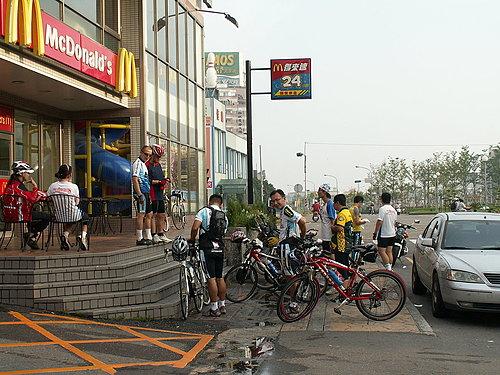 抵達第二中繼點 嘉義市麥當勞.jpg