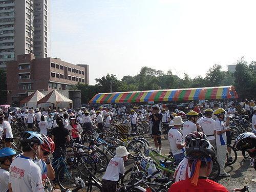 人山人海的活動人潮 由此可知嘉義市對單車運動的參與程度.jpg