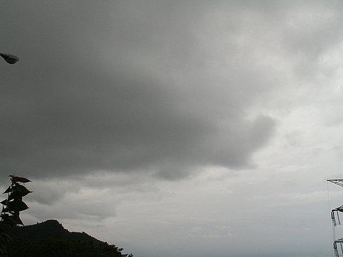 烏雲已經佔據了一半的天空.jpg