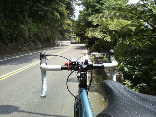 陽投公路最後上陽明山的一段長緩坡!這個座墊是感時髦型的座墊、中間凹入型,但是非常不適合我!.jpg