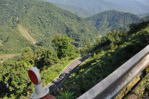 這張照片作證,太平山的路真的是「此陡彼也峭」,挑戰性十足。.jpg