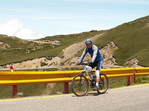 主任老當益壯 以60歲的年齡 征服了台灣公路最高點.jpg