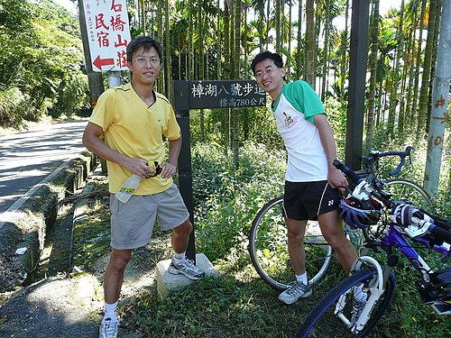 到達華山最高點十字關 準備轉至二尖碧湖 標高780M(本塊招牌後面有蜂窩.jpg