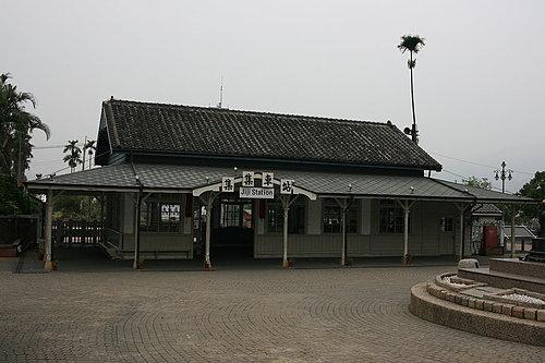 吃完早餐 當然要來到位再隔壁的集集火車站.jpg