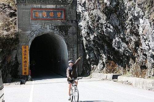 經過碧綠隧道囉 -- 小葉子.jpg