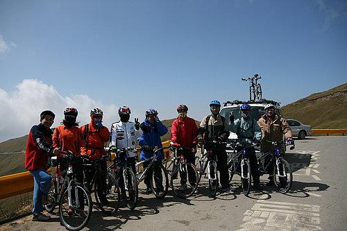 騎乘夥伴 與 補給車代表 小葉子.jpg