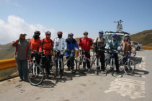 騎乘夥伴 與 補給車代表 廖教練.jpg