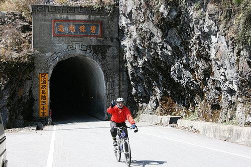經過碧綠隧道囉 -- 阿東.jpg
