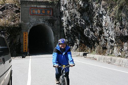 經過碧綠隧道囉 -- 阿嘉.jpg