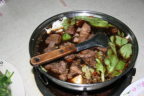 好菜再度上桌 -- 晚餐 -- 黑松羊肉爐 -- 羊肉爐2爐(湯頭很棒喔).jpg