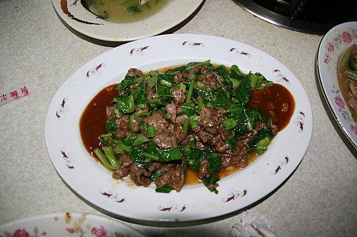 好菜再度上桌 -- 晚餐 -- 黑松羊肉爐 -- 沙茶羊肉.jpg