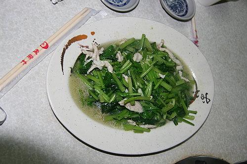 好菜再度上桌 -- 晚餐 -- 黑松羊肉爐 -- 炒青菜.jpg