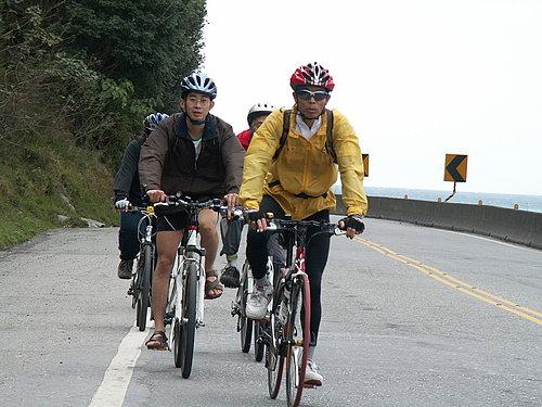 像不像自行車比賽 集團前進.jpg