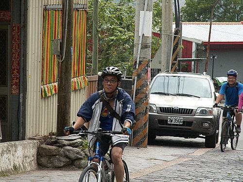 征服東埔溫泉8公里長坡的勇者 --- 張先生.jpg