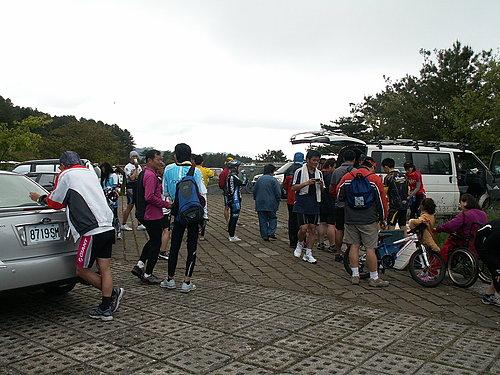 塔塔加遊客中心前停車場休息中2.jpg