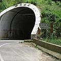 抵達杉林溪前的隧道 長663公尺 照明良好.jpg
