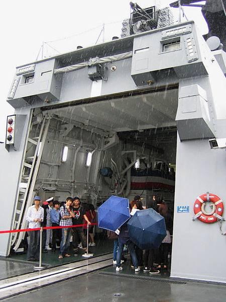艦內停機坪入口