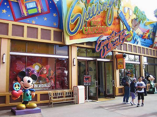 入口旁的商店