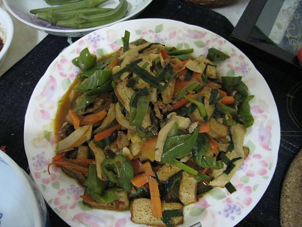 8/1 豆瓣醬炒什錦(青椒、杏鮑菇、韭菜、豆干)
