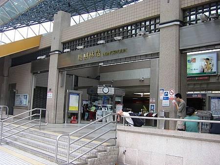 0920 紅樹林站等人中.JPG